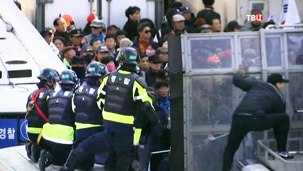 Полиция Южной Кореи препядствует уличным беспорядкам