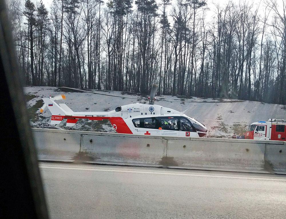 Вертолет скорой помощи на МКАД