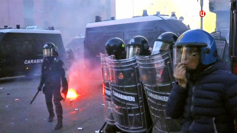 Полиция Италии препядствует уличным беспорядкам