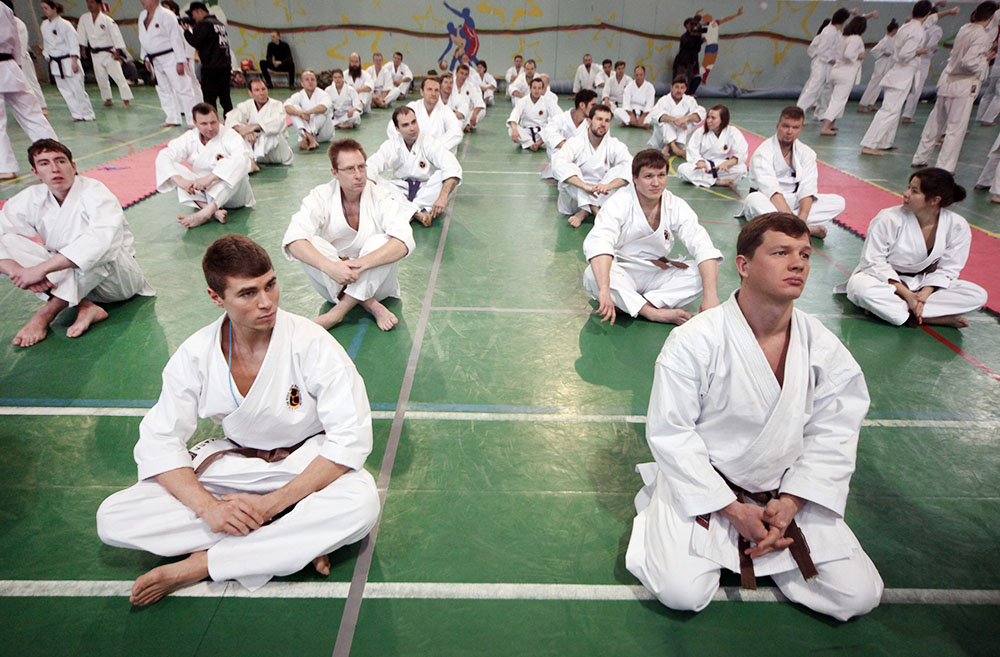 Участники соревнований по каратэ