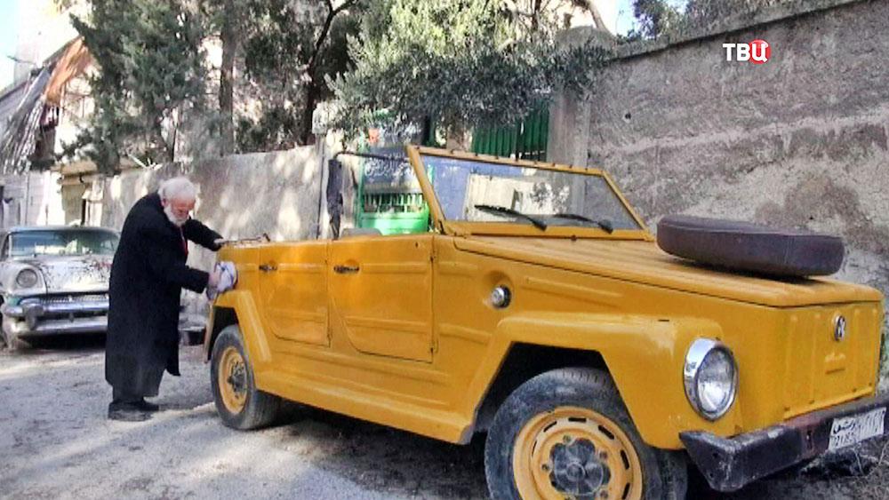 Коллекционер ретро-автомобилей в Сирии