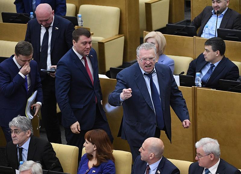Депутаты фракции ЛДПР во главе с лидером ЛДПР Владимиром Жириновским покидают пленарное заседание Госдумы