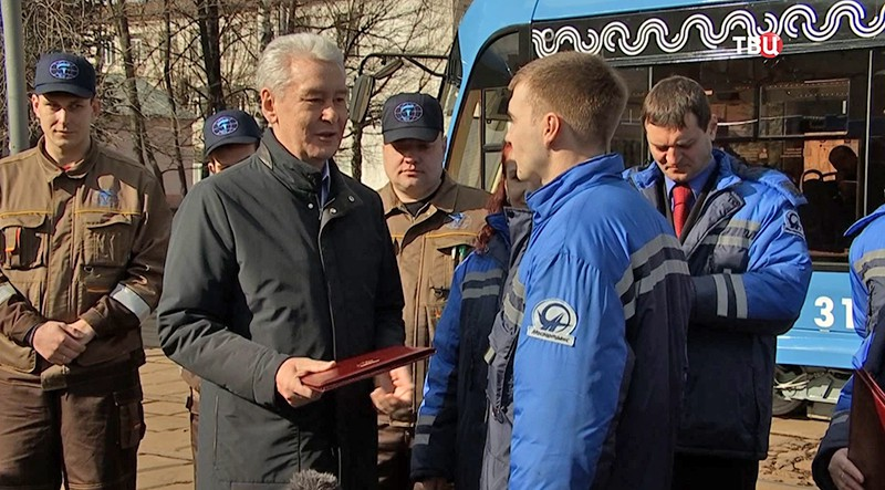 Сергей Собянин осматривает новые автобусы