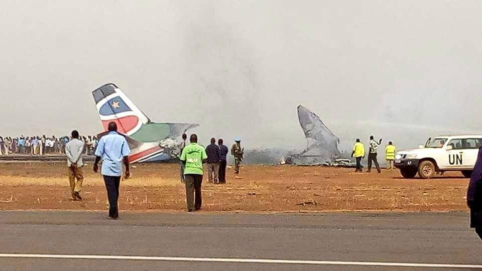 Последствия крушения пассажирского самолета в Южном Судане