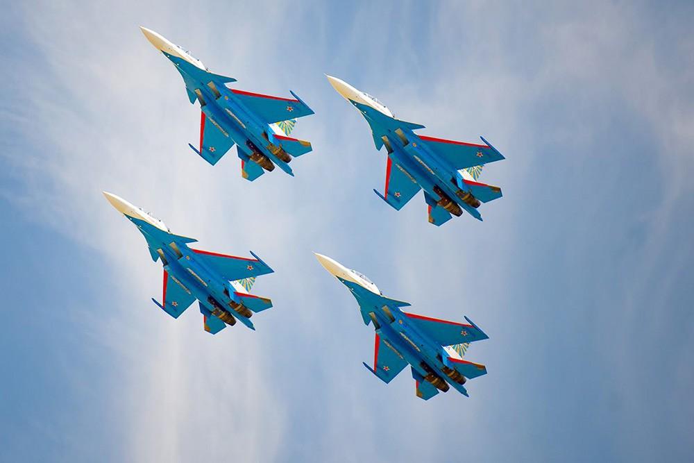 """Пилотажная группа """"Русские витязи"""""""