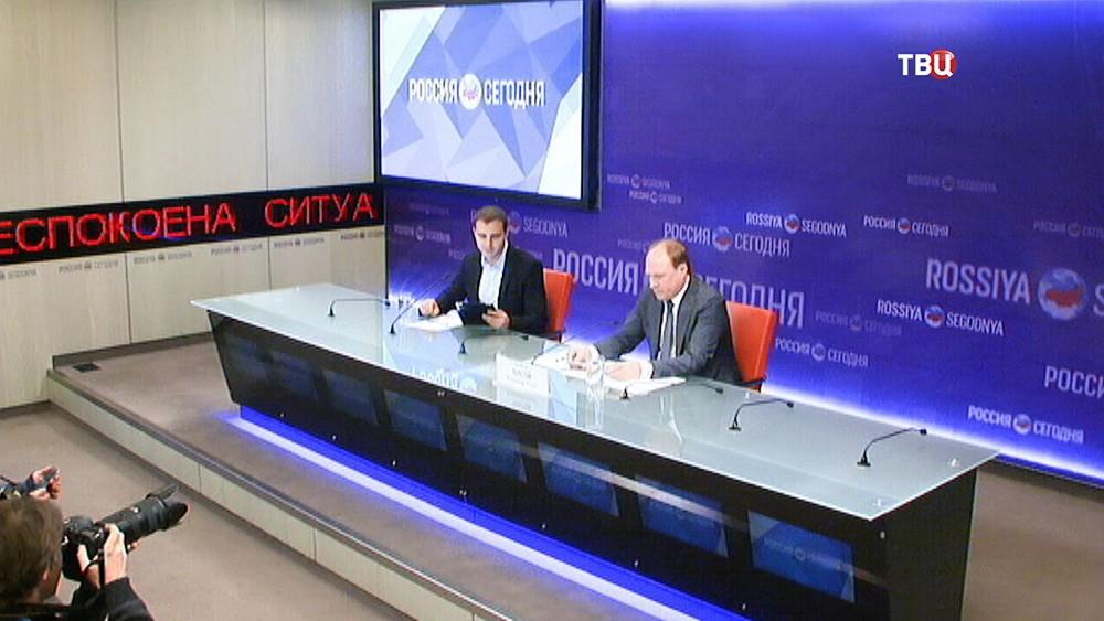 Помощник президента Владимир Толстой на пресс-конференции