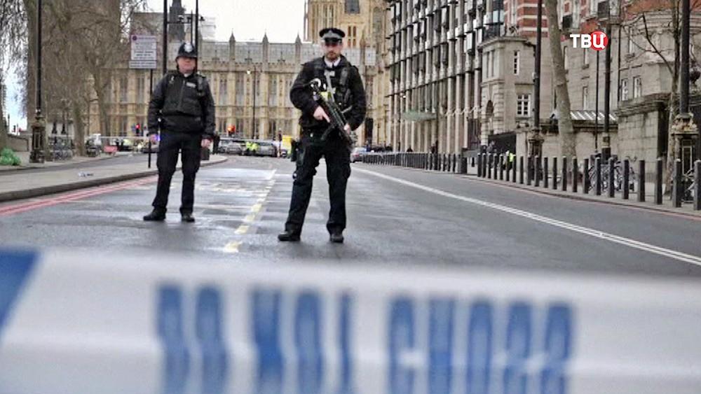 Полиция Великобритании на месте происшествия в Лондоне