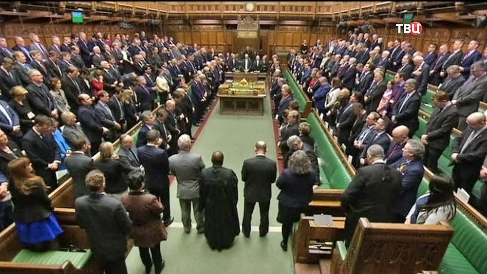 Минута молчания в парламенте Великобритании