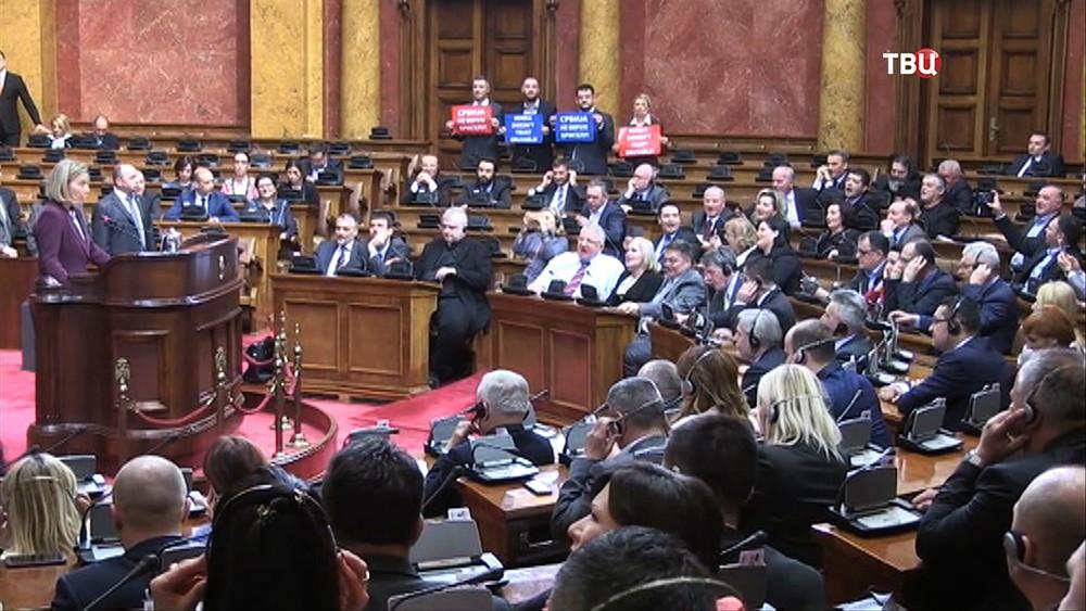 Федерика Могерини в парламенте Сербии