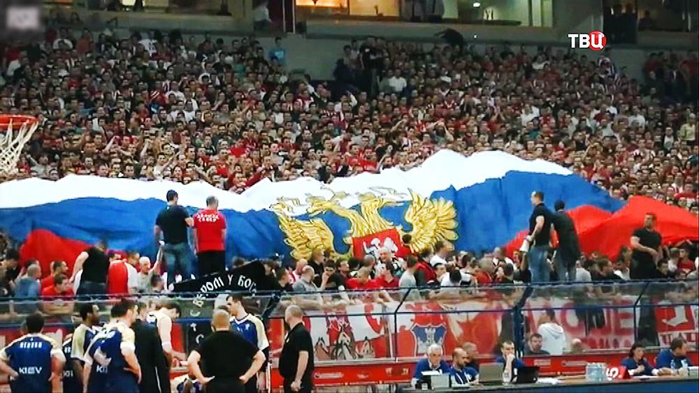 Сербские болельщики развернули Российский флаг