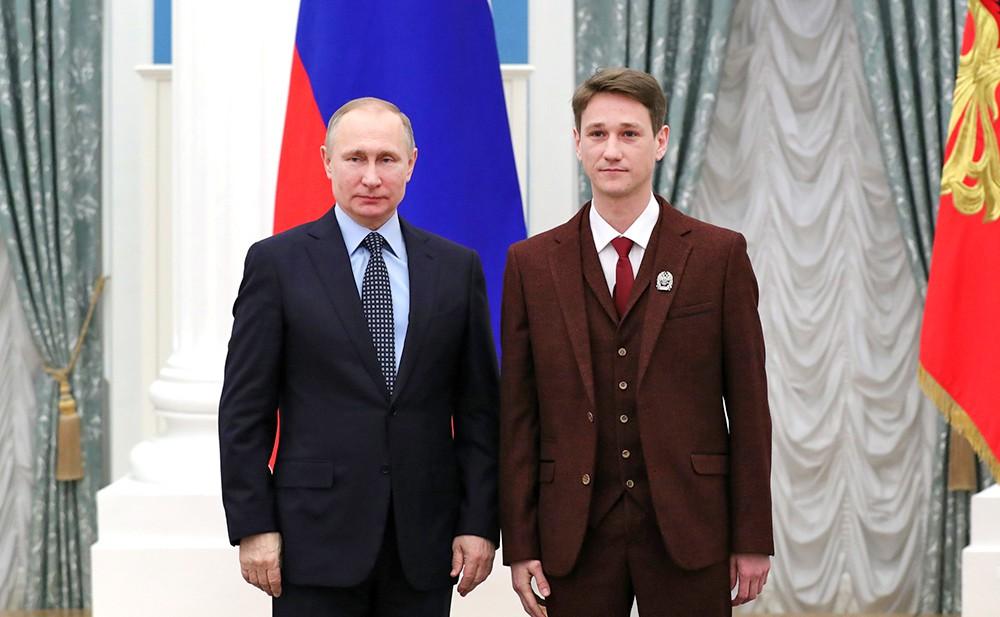 Президент России Владимир Путин и актёр Антон Шагин