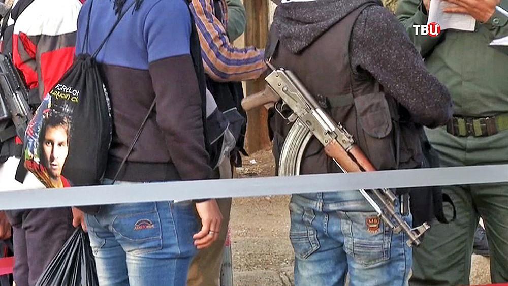 Выход мирных граждан и боевиков из зоны боевых действий в Сирии