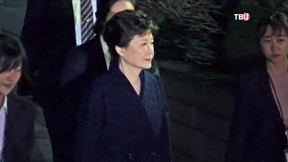 Экс-президента Пак Кын Хе