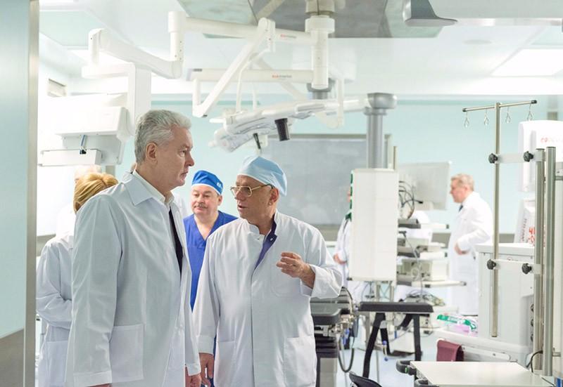Сергей Собянин на открытии операционного блока в НИИ Склифосовского