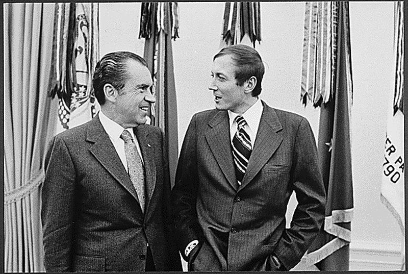 Евгений Евтушенко и президент США Ричард Никсон (слева)