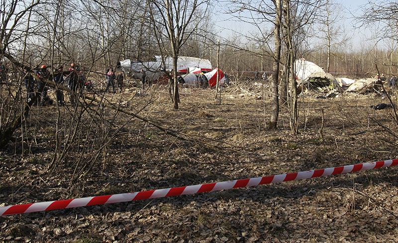 Обломки самолета Ту-154, упавшего в районе Смоленска. 2010 год