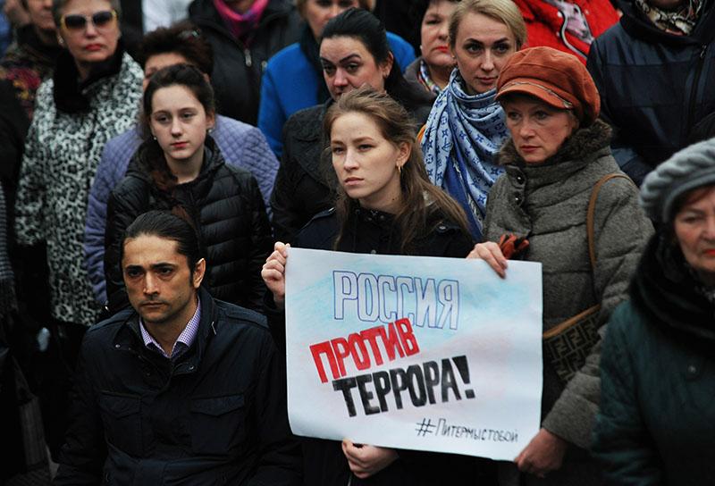 """Участники антитеррористический митинга """"Мы против терроризма"""""""