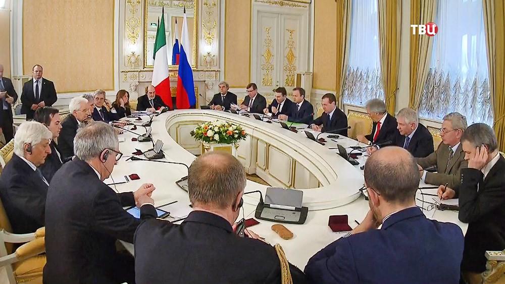 Председатель правительства России Дмитрий Медведев и президент Италии Серджо Маттарелла