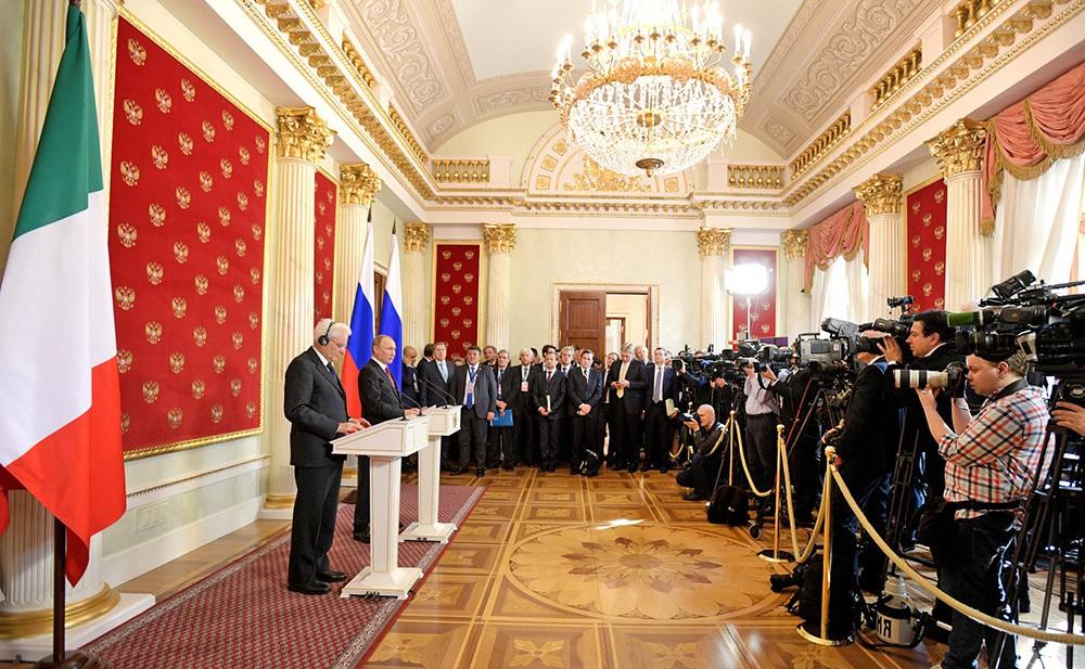 Пресс-конференция президентов России и Италии Владимира Путина и Серджо Маттарелла