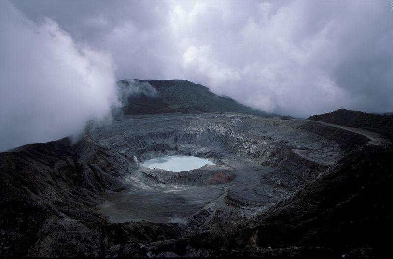 Вулкан Поас в Коста-Рике