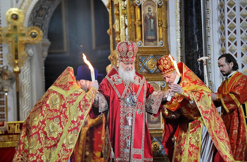 Патриарх Московский и всея Руси Кирилл во время Пасхального богослужения в храме Христа Спасителя