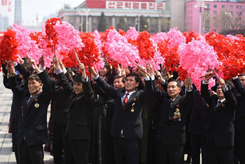Граждане КНДР на параде по случаю 105-летия Ким Ир Сена