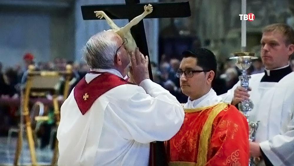 Папа Франциск во время Пасхального богослужения