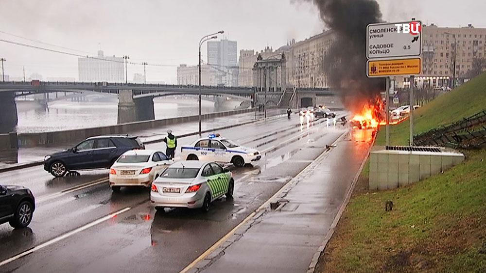 Автомобиль Maserati загорелся после ДТП