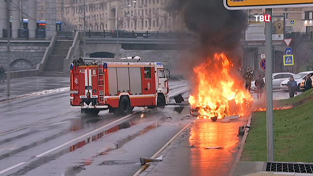 Пожарные прибыли на место ДТП с Maserati