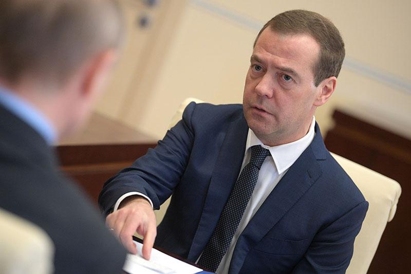 Председатель правительства Дмитрий Медведев во время встречи с президентом России Владимиром Путиным