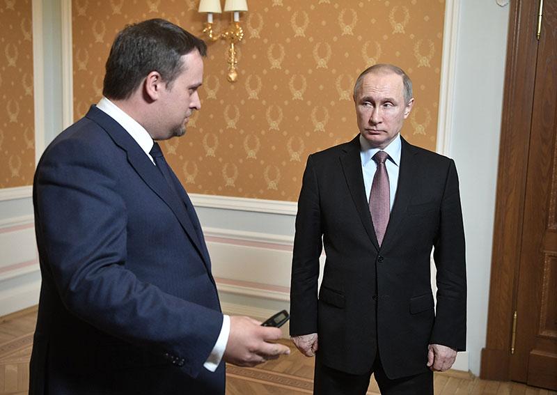 резидент России Владимир Путин и исполняющий обязанности губернатора Новгородской области Андрей Никитин