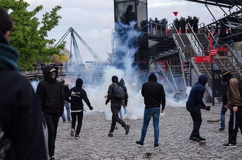 Участники акции протеста во Франции