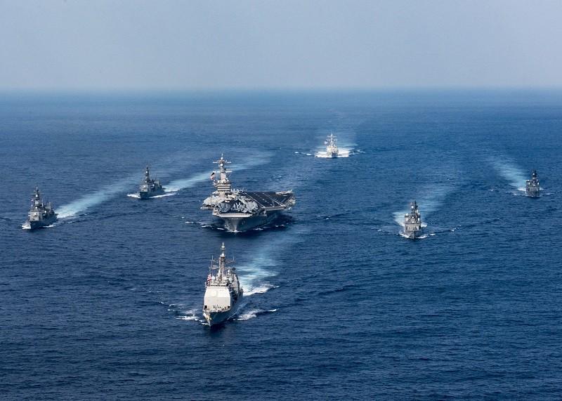 Маневры ударной группы ВМС США во главе с авианосцем Carl Vinson