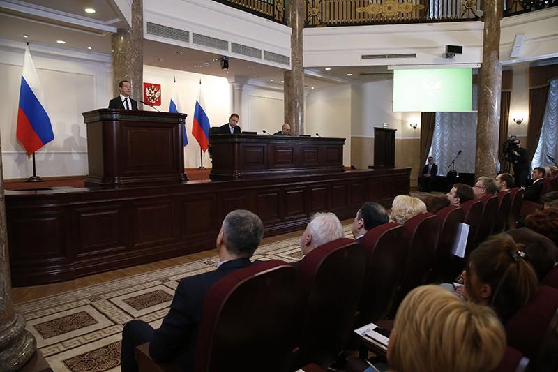 Председатель правительства России Дмитрий Медведев выступает на расширенном заседании коллегии министерства финансов
