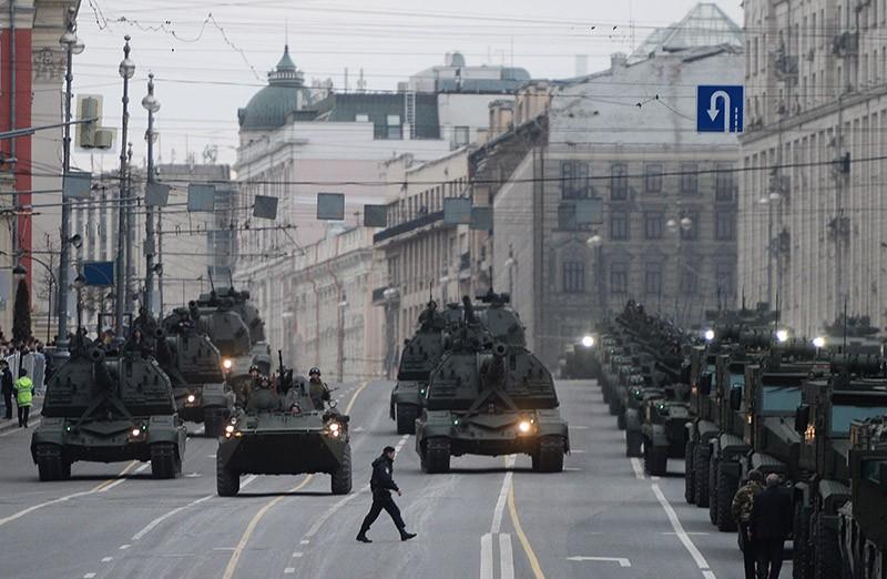 Военная техника на Тверской улице в Москве