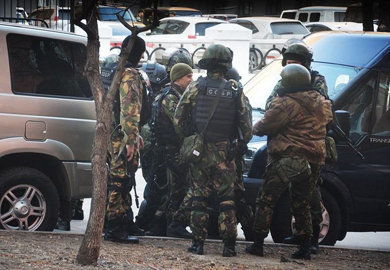 Бойцы СОБРа недалеко от здания приемной УФСБ России по Хабаровскому краю