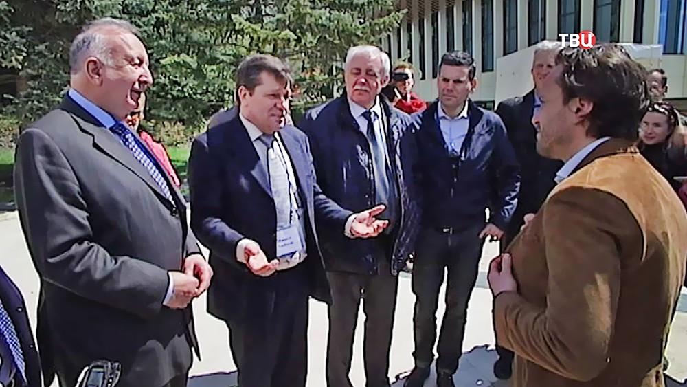 """Немецкие политики посетили лагерь """"Артек"""" в Крыму"""