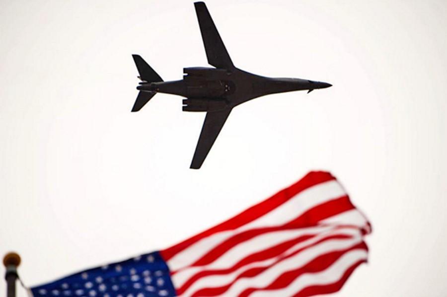 Стратегический бомбардировщик-ракетоносец B-1 ВВС США
