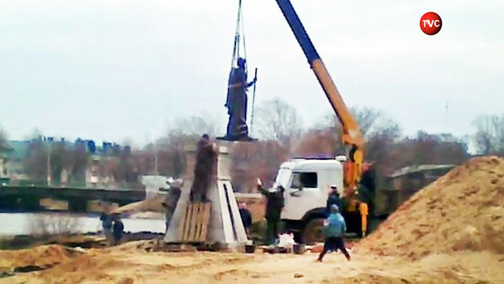 Установка памятника Ивану Грозному в Александрове
