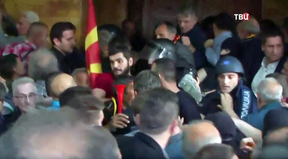 Уличные беспорядки в Македонии