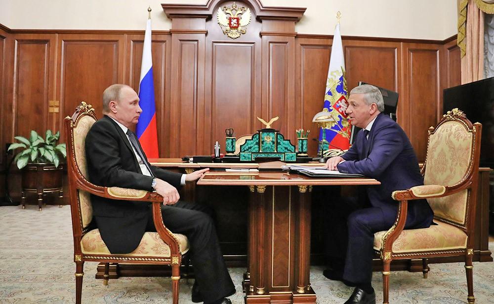 Президент России Владимир Путин и глава Республики Северная Осетия – Алания Вячеслав Битаров