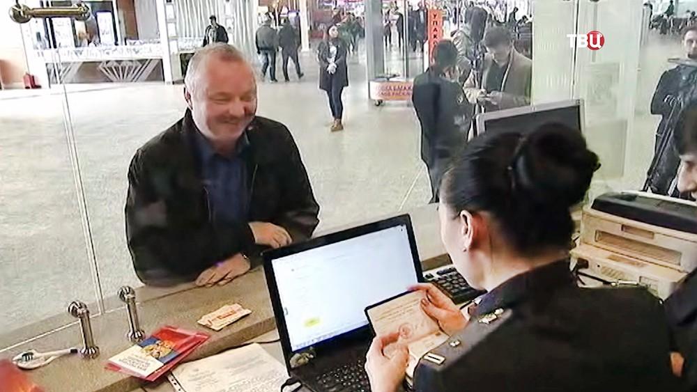 Работа судебных приставов в аэропорту