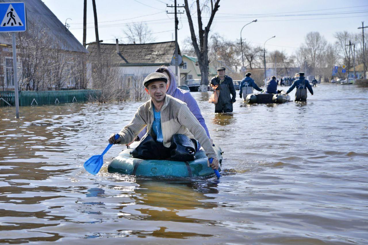 Эвакуация жителей из зоны паводков