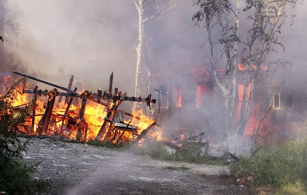 Лесные пожары подошли к домам