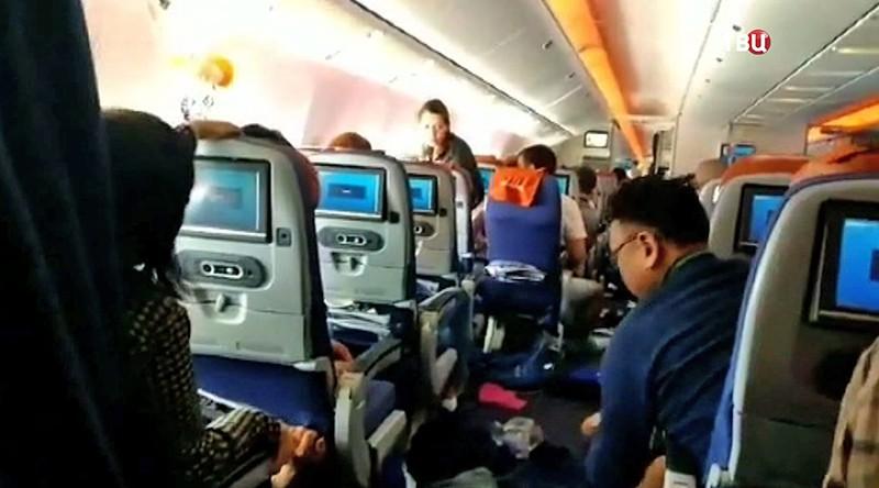 Пострадавшие пассажиры из-за турбулентности в самолете