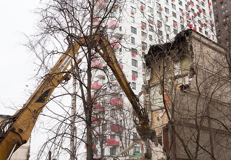 Снос пятиэтажного жилого дома