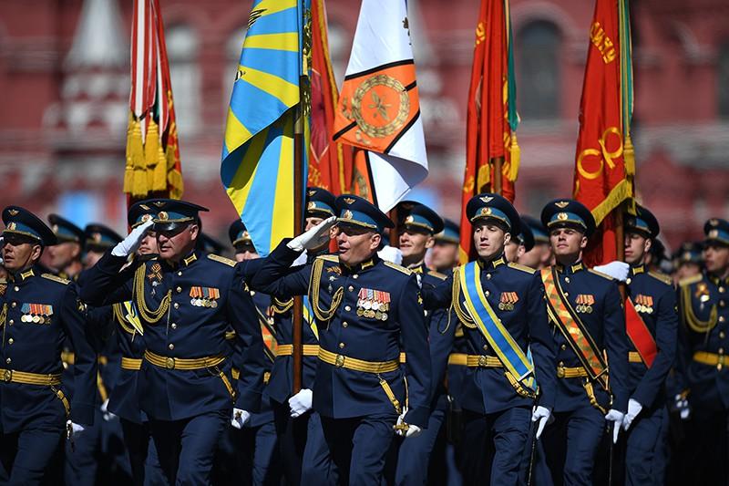 Военнослужащие на генеральной репетиции военного парада в Москве