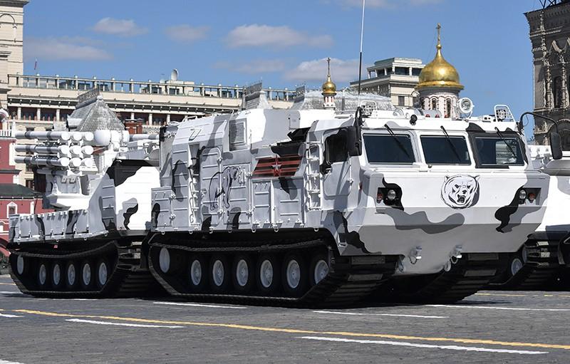 """Зенитный ракетно-пушечный комплекс """"Панцирь-СА"""" на базе вездехода ДТ-30"""