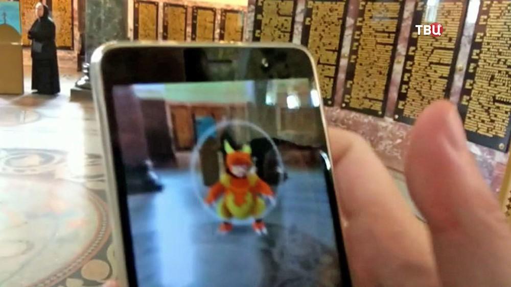 Блогер Руслан Соколовский ловит покемонов в храме