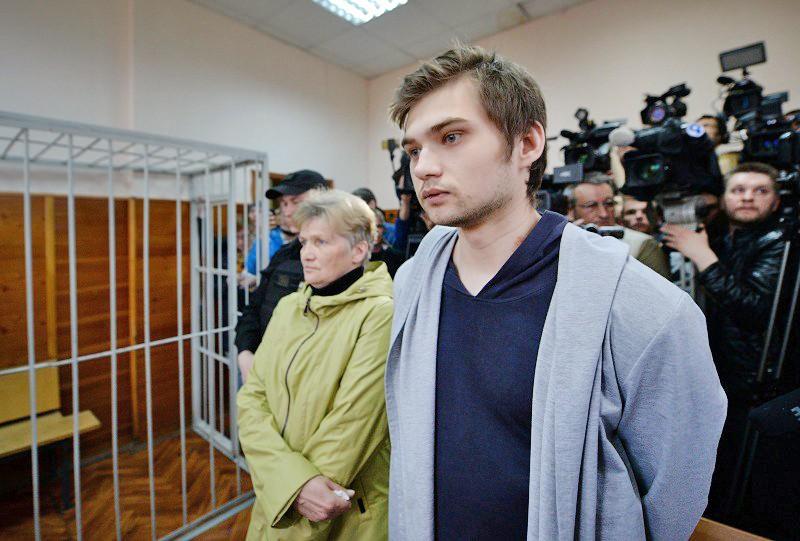 Блогер Руслан Соколовский в здании суда